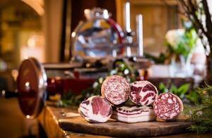 prodotti con maiale di cinta senese allevato in fattoria san michele a torri