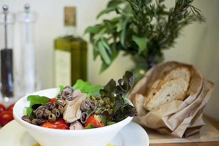insalata con olio extravergine di oliva laudemio